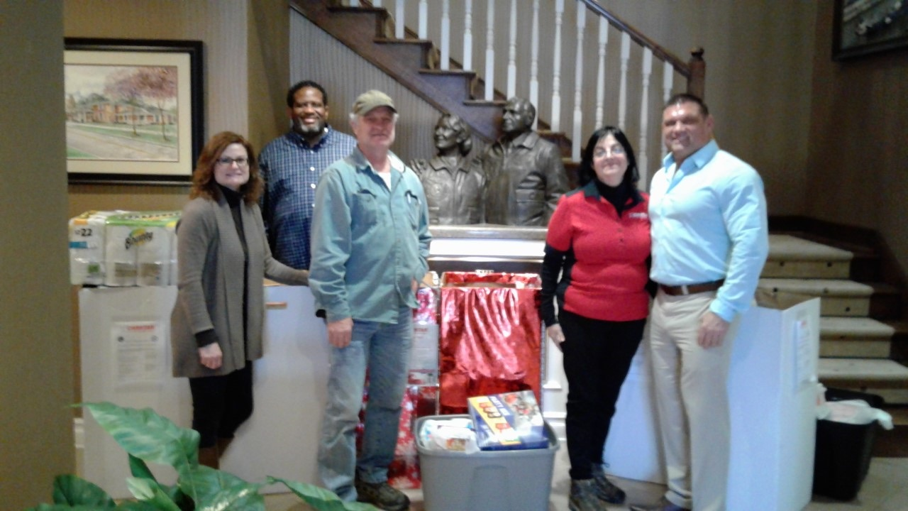 CHICAGOLAND CARSTAR DONATE TO FISHERHOUSE