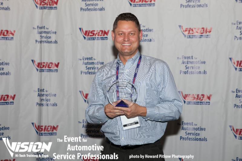VISION HiTech Training & Expo Honors Top Contributor & Educator Jeremy ONeal