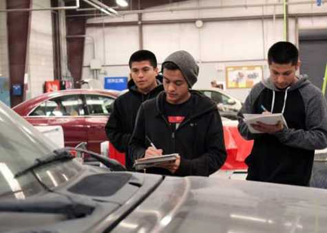 I-CAR, CREF Award TX Auto Collision Program With Laptops