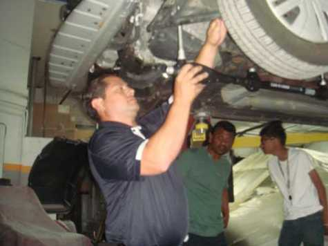 Car-O-Liner technician Anthony Setani demonstrated the PointX measuring system.