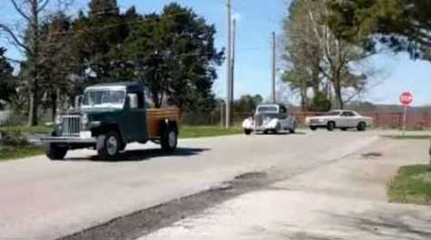 Classic Car Owners Parade Through MO Community