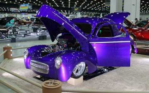 The four-stage pearl custom paint job makes the car appear violet, blue or magenta, depending on environment and lighting.