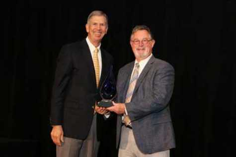 Axalta's Bryan Shelton receiving his award from ACC President and CEO, Cal Dooley