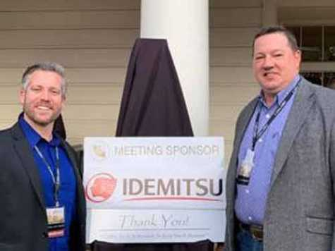 Ken Dowler of Idemitsu, left, poses with CAWA Chair Tom Seboldt.